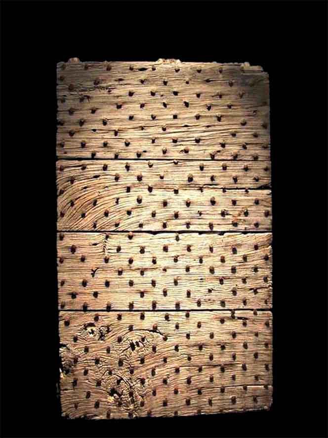 a flemish wooden door 15th century_edited-1