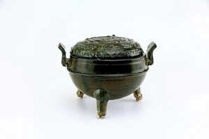 Green-Glazed-Tripod-Vessel